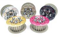 Sechsfeder Ölbad Antihopping Kupplung der Firma Kbike. Die Kupplung ist einstellbar und wird mit verschiedenen Federtellern zum Einstellen des Motorbremsmoments geliefert.