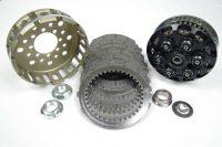 Sechsfeder Antiopping Kupplung der Firma Kbike mit dicker Spinnfeder und Kupplungskorb und Kupplungsbelägen von TRW Lucas. Die angebotenen Kupplungsbeläge sind verstärkt und komplett (Reib- und Stahlscheiben).