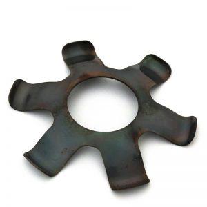 Neue Spinfeder für Antihopping Kupplungen der Firma Kbike. Kbike hat sich dabei beim Entwurf auf eine stabilere Bauart fokussiert, wodurch sie besonders belastungsfähig ist. Abmessungen: 18 mm Spinnfederarme, Bohrungsdurchmesser 34,5 mm, Durchmesser insgesamt 93,5 mm.