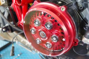 Ducati Monster 1200 Umbaukit auf eine volleinstellbare AHK Trockenkupplung des Herstellers Kbike